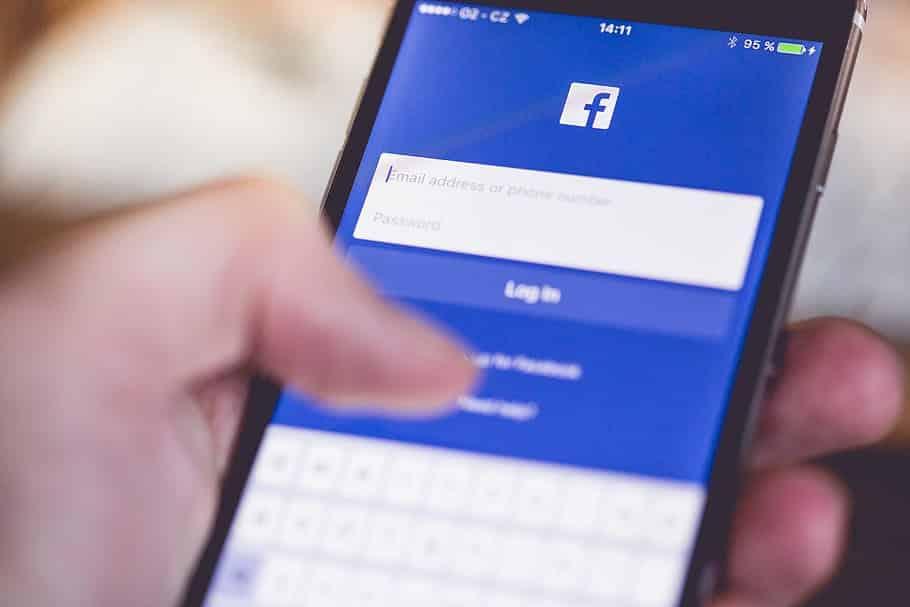 Logarse con Facebook. el peligro de los servicios gratuitos en internet